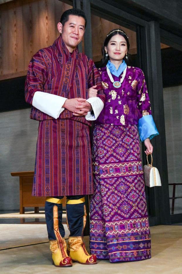 Gia đình cực phẩm của Hoàng hậu vạn người mê Bhutan: Em trai làm phò mã, chị gái xinh đẹp kết hôn với hoàng tử - Ảnh 1.
