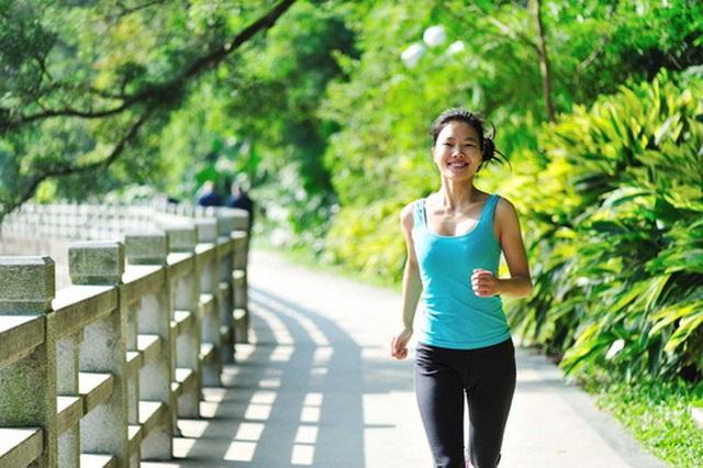 Đi bộ có tác dụng giảm nguy cơ tăng huyết áp, giúp giảm cân nhưng nếu mắc phải những sai lầm này thì mọi thứ thành công cốc - Ảnh 2.