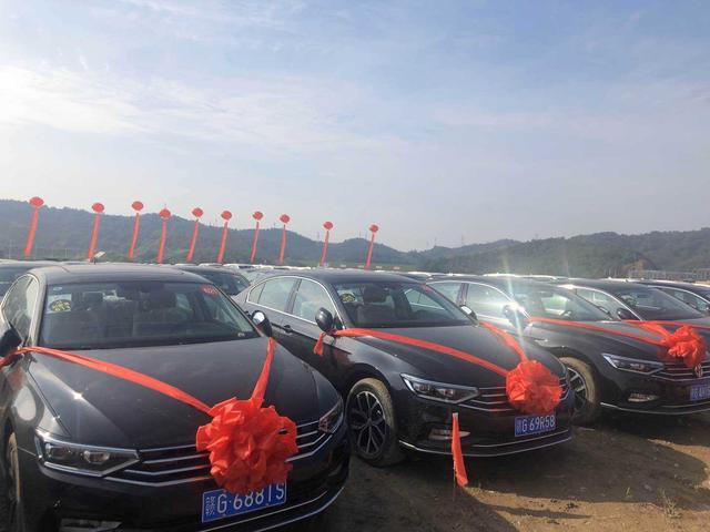 Vượt chỉ tiêu giữa mùa dịch Covid-19, tập đoàn gang thép Trung Quốc chơi trội tặng nhân viên 4.116 chiếc xe hơi, lý do đằng sau càng khiến nhiều người nể phục - Ảnh 1.