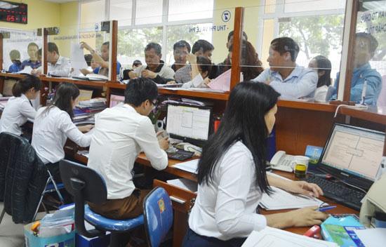 Chính phủ giảm gần 4.000 biên chế công chức năm 2021 - Ảnh 1.