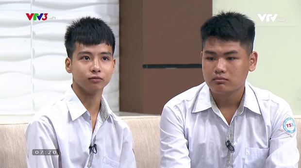 Bách khoa Hà Nội hỗ trợ học phí, xe lăn và chỗ ở cho nam sinh được bạn cõng đi học 10 năm - Ảnh 2.