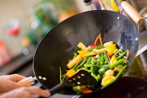 Nếu cứ sử dụng 4 dụng cụ này để nấu ăn, sức khỏe của cả gia đình bạn sẽ ngày một giảm sút và sản sinh nhiều bệnh nguy hiểm - Ảnh 1.