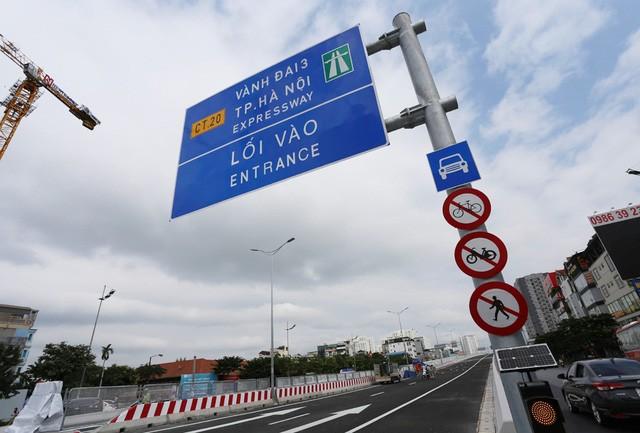 Mục sở thị Vành đai 3 trên cao đẹp nhất Hà Nội đoạn Mai Dịch - Nam Thăng Long trước giờ thông xe - Ảnh 2.