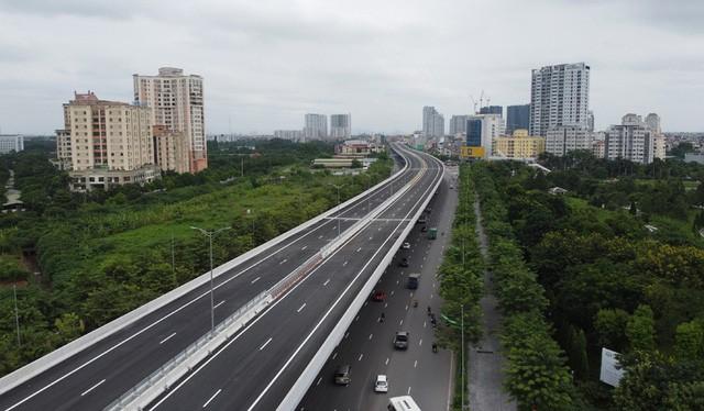 Mục sở thị Vành đai 3 trên cao đẹp nhất Hà Nội đoạn Mai Dịch - Nam Thăng Long trước giờ thông xe - Ảnh 5.
