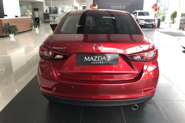 Đại lý xả hàng tồn: Mazda2 bản 'full option' dưới 500 triệu cạnh tranh Toyota Vios - Ảnh 1.