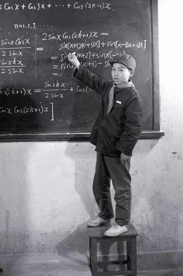 Bi kịch thần đồng 11 tuổi từng được kỳ vọng đoạt giải Nobel nhưng lớn lên bị bạn bè và con trai xa lánh: Sai lầm rất nhiều bố mẹ mắc phải! - Ảnh 1.