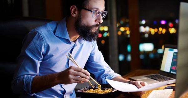 Nghiên cứu: Ăn đêm không khiến bạn tăng cân, đâu mới là thủ phạm thực sự? - Ảnh 1.
