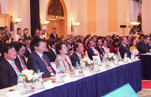 Thủ tướng Nguyễn Xuân Phúc: Đặt người dân và doanh nghiệp vào vị trí trung tâm của sự phát triển - Ảnh 2.