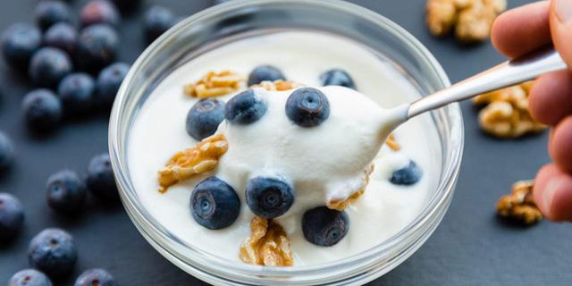 Nhiều nghiên cứu công bố tác dụng ngừa ung thư từ sữa chua nhưng để đạt hiệu quả bạn cần ăn theo 4 cách này - Ảnh 2.