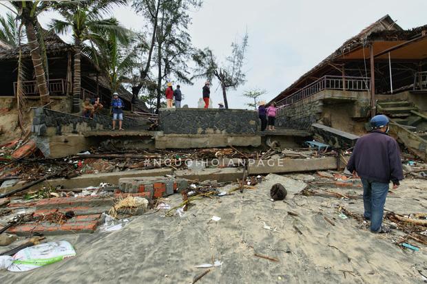 Biển An Bàng (Hội An) tan tác sau cơn bão số 13, du lịch ảnh hưởng nặng nề - Ảnh 4.