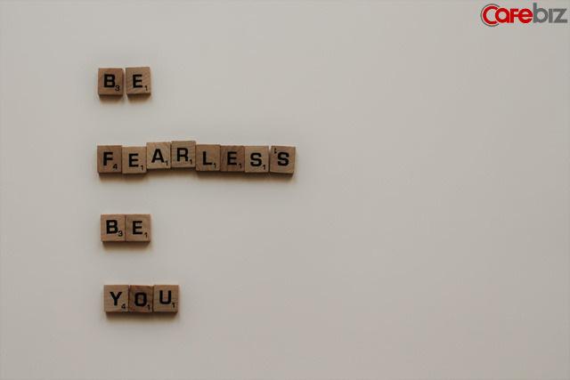 Thành công, rất đơn giản, cứ tiến về phía trước, là bạn thắng rồi: đáng sợ hơn cả không cầu tiến là giả vờ nỗ lực và sống theo con mắt của người khác  - Ảnh 1.