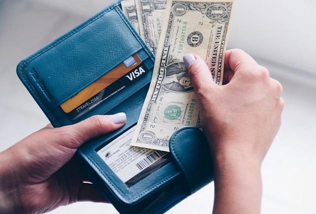 Chuyên gia tâm lý tài chính chia sẻ thứ thường để trong ví và 6 cách tiết kiệm tiền - Ảnh 1.