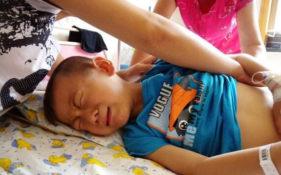 Bé trai 4 tuổi tử vong ngay sau khi uống cốc sữa đậu nành của mẹ: Bác sĩ cảnh báo những sai lầm cần tránh kẻo chết vì độc  - Ảnh 1.