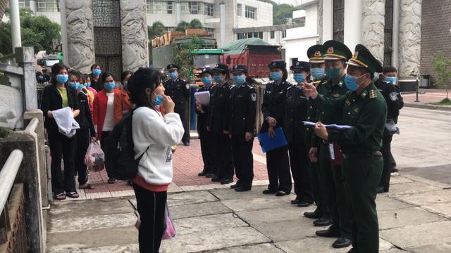 Tiếp nhận 46 công dân xuất cảnh trái phép bị Trung Quốc trao trả - Ảnh 1.