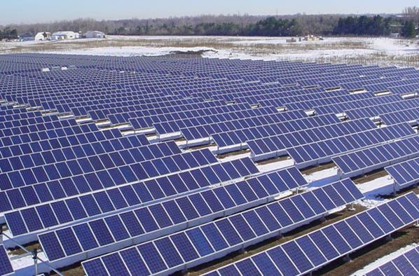Điện mặt trời tốn đất: Hiệu quả ra sao? - Ảnh 1.