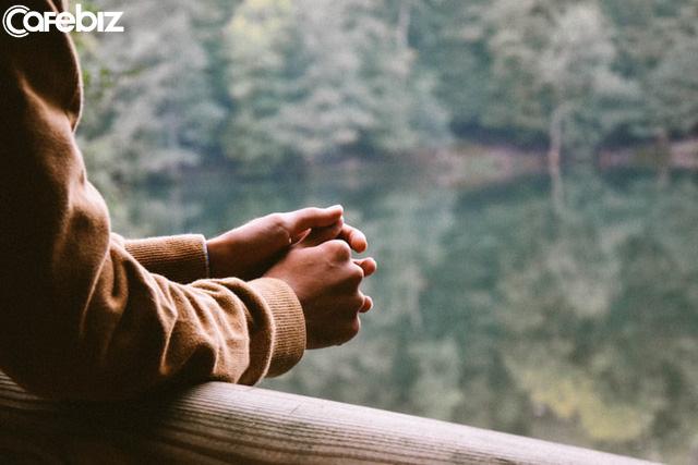 7 điều tôi hối tiếc vì đã KHÔNG LÀM ở độ tuổi 20-30: Tiết kiệm tiền, ít thể hiện tiếng nói của mình trong công việc, không chăm sóc sức khoẻ...  - Ảnh 2.