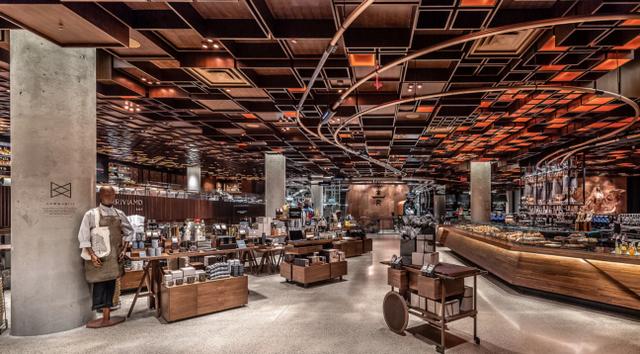 Cú lừa thế kỷ của Starbucks: Bỏ logo, biển hiệu, thay nội thất để biến thành một quán cà phê mới, cả khách hàng lẫn đối thủ đều bị lừa đẹp!  - Ảnh 3.