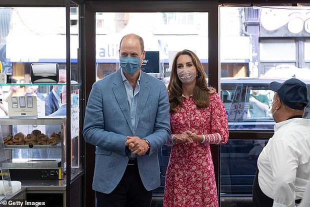 Hoàng tử William khiến công chúng ngỡ ngàng khi tiết lộ từng nhiễm Covid-19, triệu chứng khó thở nặng đến mức gia đình vô cùng hoảng loạn - Ảnh 2.