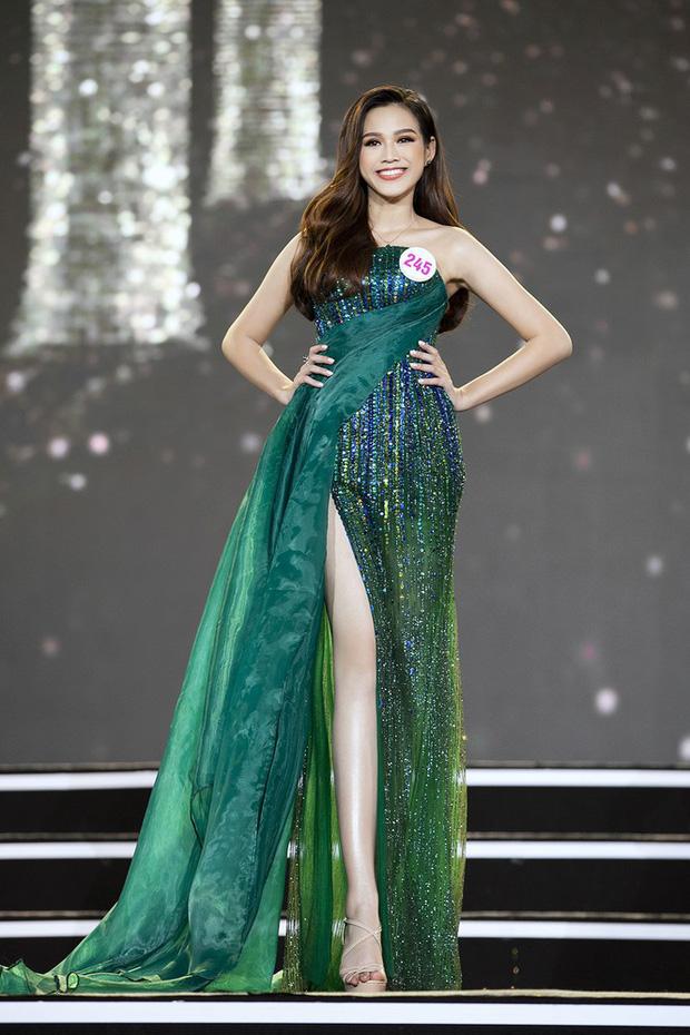 Cận cảnh nhan sắc Tân Hoa hậu Việt Nam 2020 Đỗ Thị Hà: Sinh viên ĐH Kinh tế Quốc dân chân dài kỉ lục 1m11, body nóng bỏng tay - Ảnh 3.