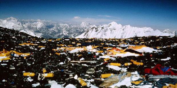 Khoa học phát hiện một sự thật đáng sợ đang hiện diện ở ngọn núi cao nhất thế giới: Tác động của con người lớn đến vậy rồi sao? - Ảnh 3.