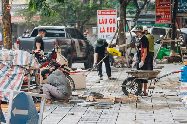 Nhiều tuyến phố Hà Nội lát đá thương hiệu 70 năm đã hư hỏng nghiêm trọng: KTS chỉ ra 4 nguyên nhân chính - Ảnh 13.