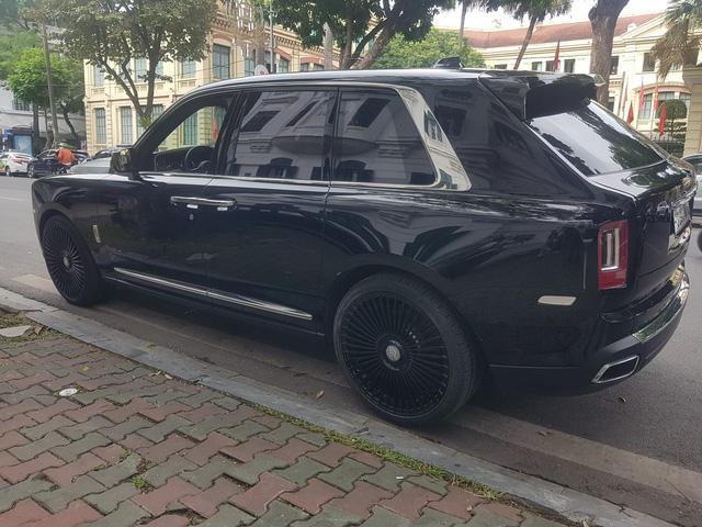 Đại gia Hà Nội mạnh tay độ vành nghìn đô cực độc cho Rolls-Royce Cullinan - Ảnh 1.