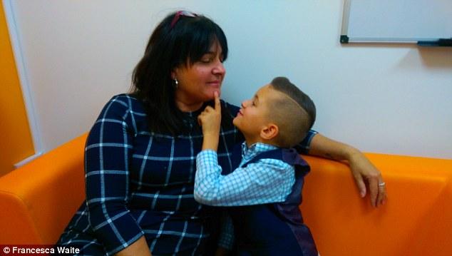 Con trai 2 tuổi bị ung thư máu hiếm gặp, khi bác sĩ nói hết cách chữa người mẹ chấp nhận cứu con bằng phương pháp điều trị ung thư chưa từng áp dụng cho trẻ em - Ảnh 6.