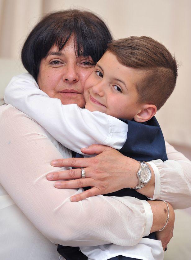 Con trai 2 tuổi bị ung thư máu hiếm gặp, khi bác sĩ nói hết cách chữa người mẹ chấp nhận cứu con bằng phương pháp điều trị ung thư chưa từng áp dụng cho trẻ em - Ảnh 7.