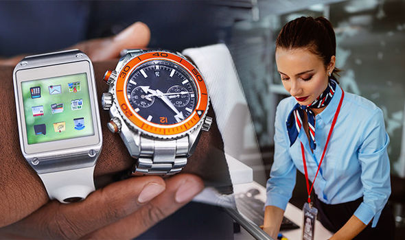 Những bí mật sau chiếc đồng hồ bất ly thân của tiếp viên hàng không trên máy bay, hóa ra công dụng chẳng dừng lại ở việc xem giờ - Ảnh 2.