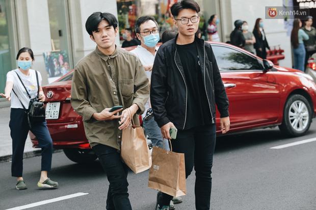 Ảnh: Shipper Sài Gòn làm việc hết công suất, nhận hàng trăm đơn hàng trong ngày Black Friday - Ảnh 13.