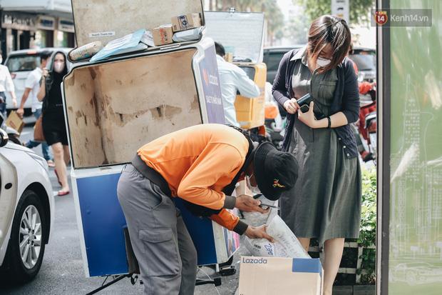 Ảnh: Shipper Sài Gòn làm việc hết công suất, nhận hàng trăm đơn hàng trong ngày Black Friday - Ảnh 6.