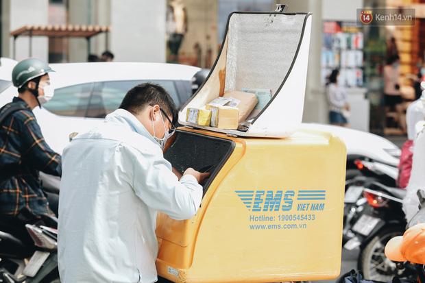 Ảnh: Shipper Sài Gòn làm việc hết công suất, nhận hàng trăm đơn hàng trong ngày Black Friday - Ảnh 8.