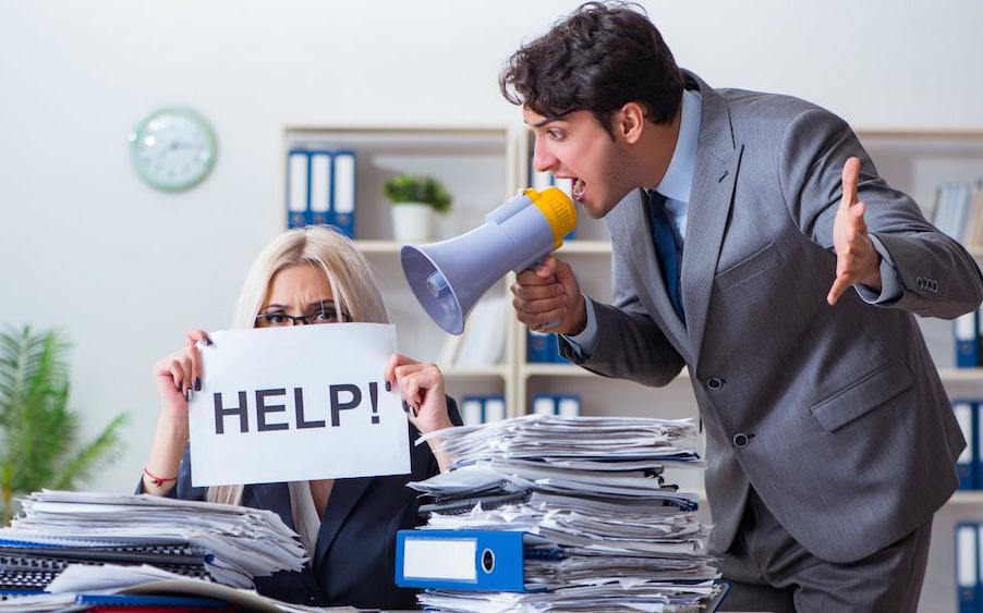 Bị sếp xúc phạm nhân phẩm, quấy rối... nhân viên có quyền nghỉ việc ngay không cần báo trước