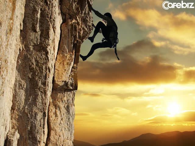 Công việc không phải thang cuốn đưa thẳng đến đích, mà giống như cầu thang bộ: Muốn chạm đỉnh nhanh và ít tốn sức cần phải có chiến thuật tư duy - Ảnh 2.
