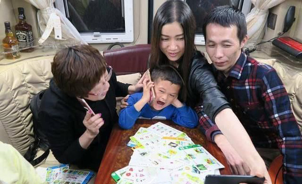 Cuộc sống của cậu bé có khuôn mặt giống Jack Ma như đúc 5 năm trước: Bỏ học làm hiện tượng mạng, lớn lên hết thời bị quay lưng - Ảnh 2.