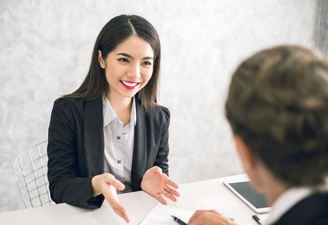 """Trong vòng phỏng vấn, giám khảo yêu cầu: """"Hãy chia sẻ về kinh nghiệm làm việc trước đây?"""", câu trả lời sai lầm khiến cô gái bị loại cũng là sai lầm rất nhiều người từng mắc - Ảnh 1."""
