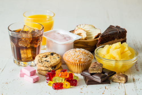 Bất kể đàn ông hay phụ nữ, sau tuổi 50 nên tránh 3 loại thực phẩm, ăn nhiều sẽ làm tổn thương não và dễ dẫn đến mất trí nhớ - Ảnh 3.
