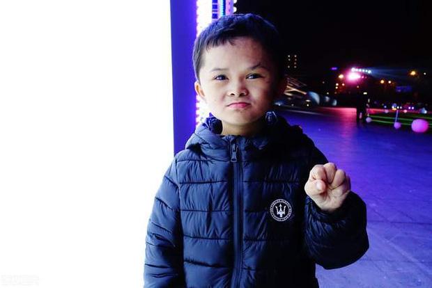 Cuộc sống của cậu bé có khuôn mặt giống Jack Ma như đúc 5 năm trước: Bỏ học làm hiện tượng mạng, lớn lên hết thời bị quay lưng - Ảnh 3.