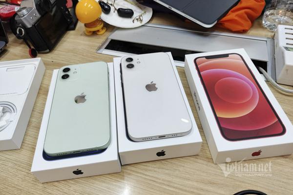 Giá iPhone 12 xách tay giảm từ 4-6 triệu đồng - Ảnh 1.