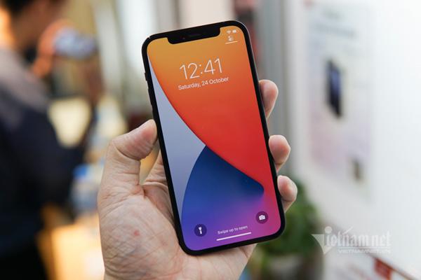 Giá iPhone 12 xách tay giảm từ 4-6 triệu đồng - Ảnh 2.