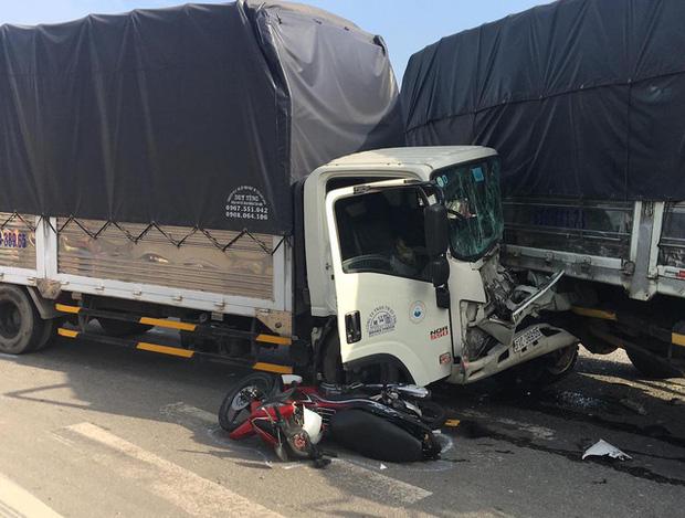 Kinh hoàng khoảnh khắc xe container tông hàng loạt phương tiện đang dừng đèn đỏ, nhiều người la hét kêu cứu thất thanh - Ảnh 2.
