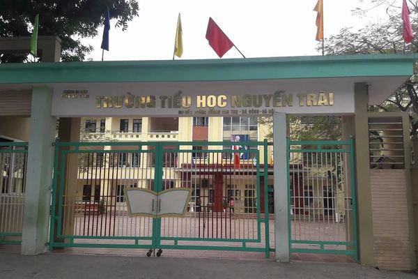 160 học sinh tiểu học ở Hà Nội bất ngờ nghỉ học đồng loạt, 30 em nghỉ vì lý do đặc biệt khiến trường tức tốc rà soát lại bếp ăn - Ảnh 1.