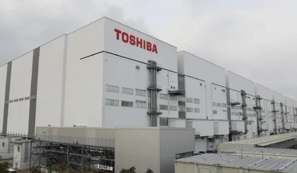 Toshiba: Từ gã khổng lồ tới người tý hon - Ảnh 6.