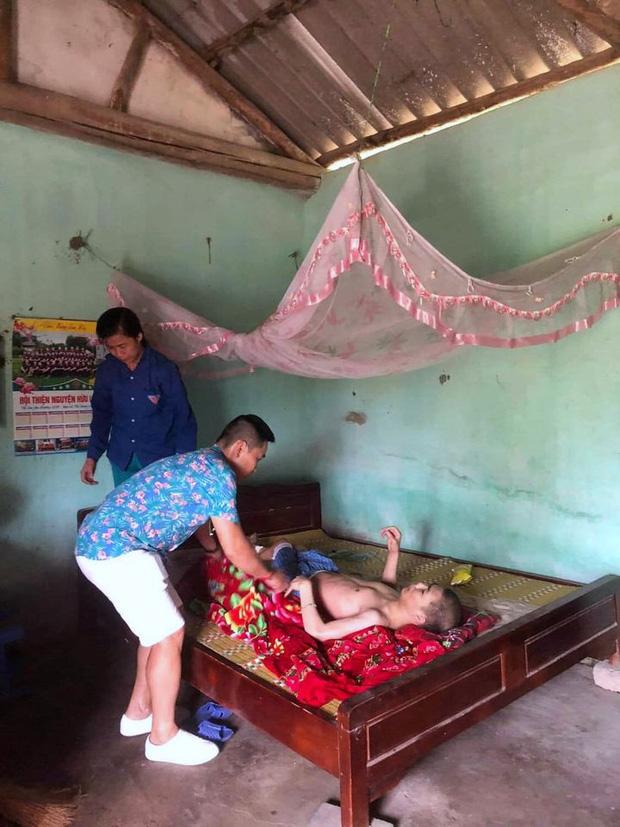 """Những chuyến xe đi đến """"hang cùng, ngõ hẻm"""" Hà Nội với cước phí là nụ cười của những bệnh nhân nghèo - Ảnh 12."""