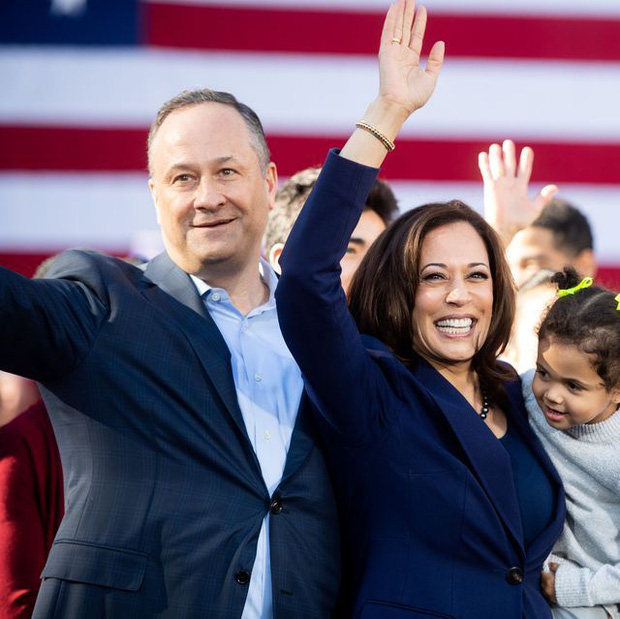 Đời tư ít ai biết về bà đầm thép - nữ Phó Tổng thống Mỹ vừa đắc cử, đặc biệt là mối quan hệ với con riêng và vợ cũ của chồng - Ảnh 2.