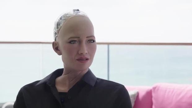 """Cô nàng siêu robot Sophia từng tuyên bố """"huỷ diệt loài người"""" 4 năm trước bây giờ ra sao? - Ảnh 3."""