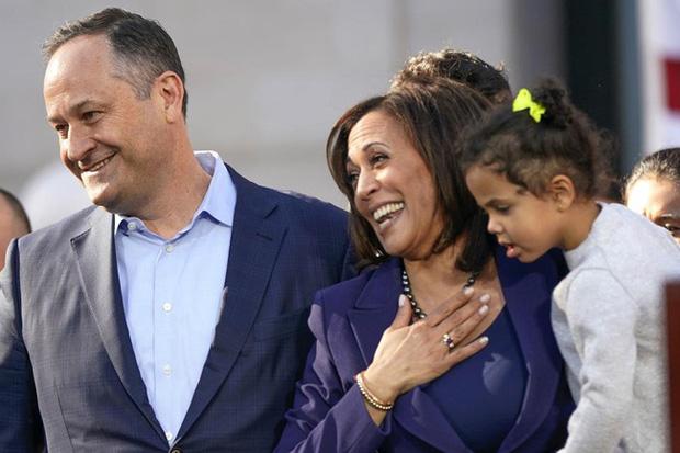 Đời tư ít ai biết về bà đầm thép - nữ Phó Tổng thống Mỹ vừa đắc cử, đặc biệt là mối quan hệ với con riêng và vợ cũ của chồng - Ảnh 3.