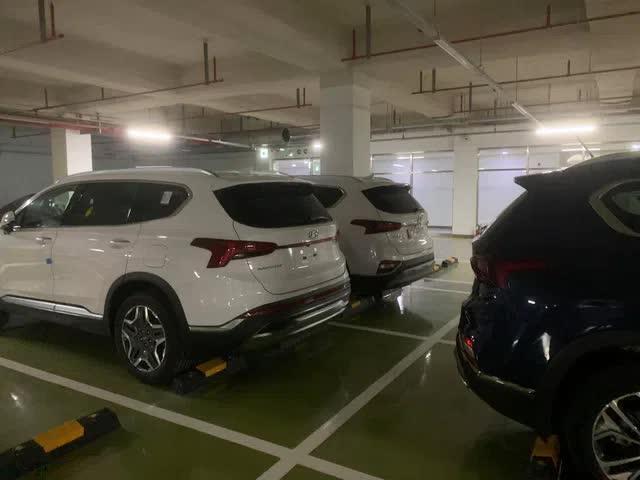 Hyundai Santa Fe 2021 đầu tiên về Việt Nam - Đối trọng của Kia Sorento và Toyota Fortuner chờ ngày ra mắt - Ảnh 1.