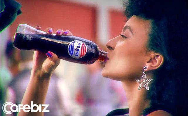 Cách Pepsi tự đạp đổ nồi cơm của mình: Chuẩn bị 26 năm mới tung ra 13.000 chai nước, ế hàng vì giá quá đắt - Ảnh 2.