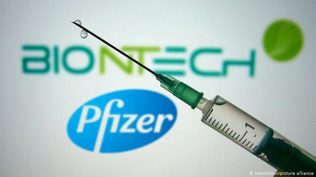 Pfizer và Moderna có thể kiếm được 32 tỷ USD từ bán vaccine COVID-19 - Ảnh 1.
